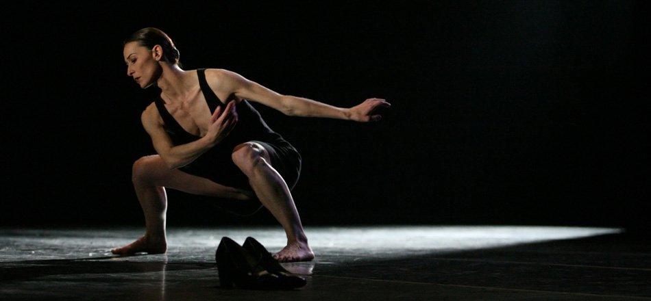 La gran bailarina Emmanuelle Broncin en una escena de Brishen. Foto: Jesús Robisco - Imágenes - Fernando Lázaro, Compositor y Pianista