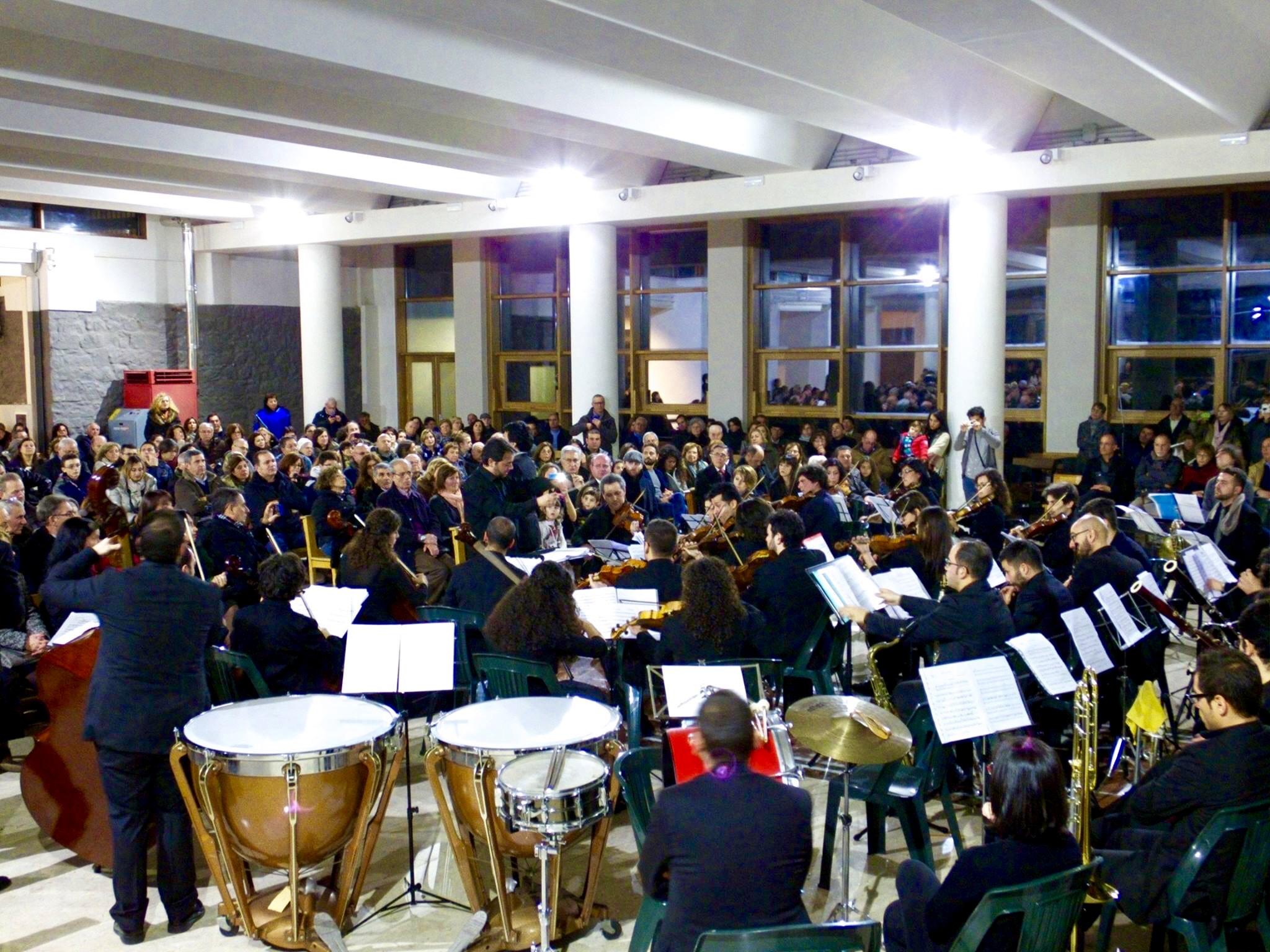 La Orquesta Filarmónica OSN de Mascalucía interpretando mi obra