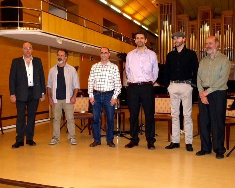 Junto al director Sebastián Mariné (1º derch.) y los demás compositores después del concierto del Festival COMA. Presentación extracto del ballet