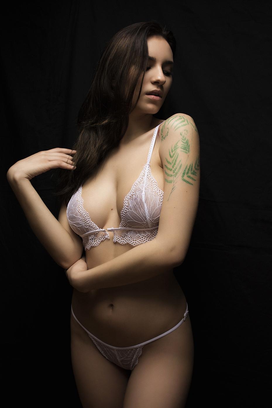 Lara - Acceso gratuito - Desnudo, semidesnudo y boudoir. Fotografía por Javier Cuevas