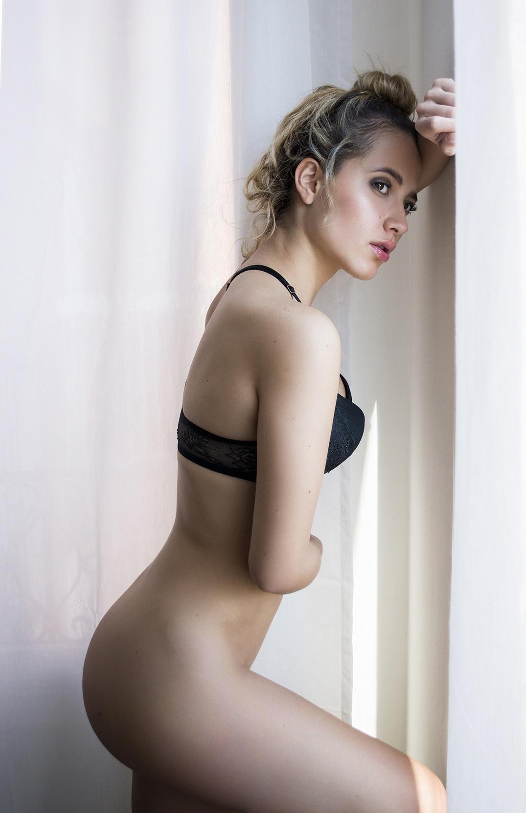 Linda - Acceso gratuito - Desnudo, semidesnudo y boudoir. Fotografía por Javier Cuevas