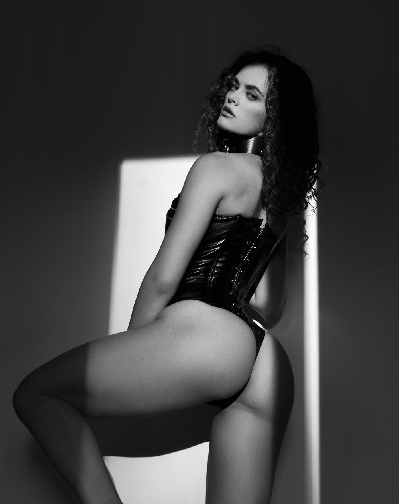 Izabella - Acceso gratuito - Desnudo, semidesnudo y boudoir. Fotografía por Javier Cuevas