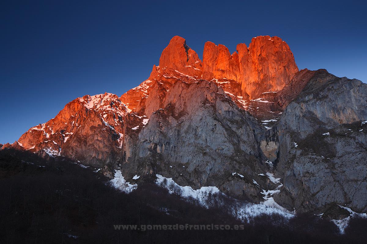 Peña Remoña, Parque Nacional Picos de Europa (Cantabria) - España - J L Gómez de Francisco. Fotografía de paisaje de España - Spanish landscape