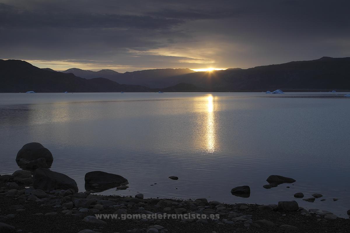 Amanecer en Qassiarsuk, Groenlandia - Sunrise at Qassiarsuk, Greenland - J L Gómez de Francisco. Landscape photographs of Greenland