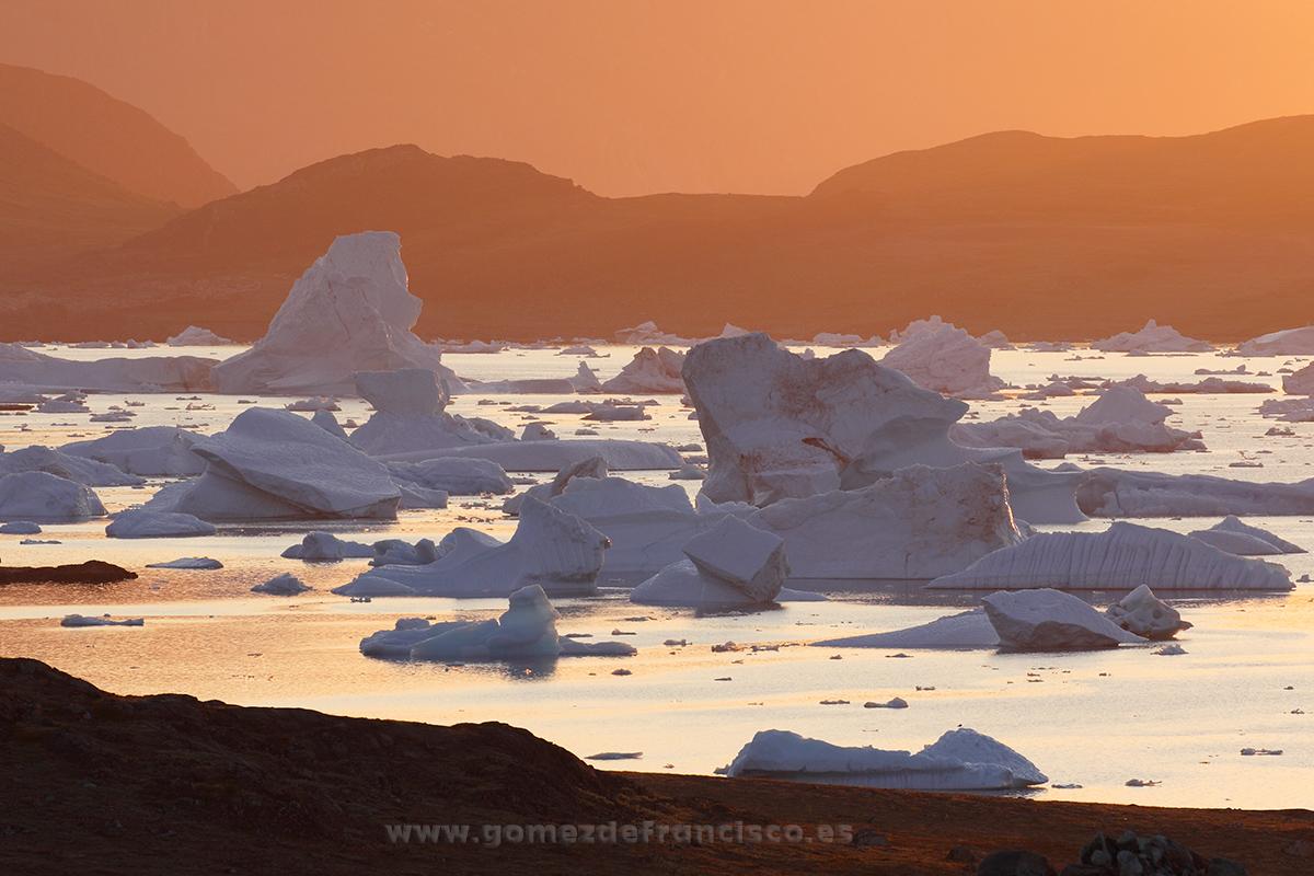 Atardecer en Tasiusaq, Groenlandia - Groenlandia - J L Gómez de Francisco. Fotografía de paisaje de Groenlandia - Landscapes from Greenland