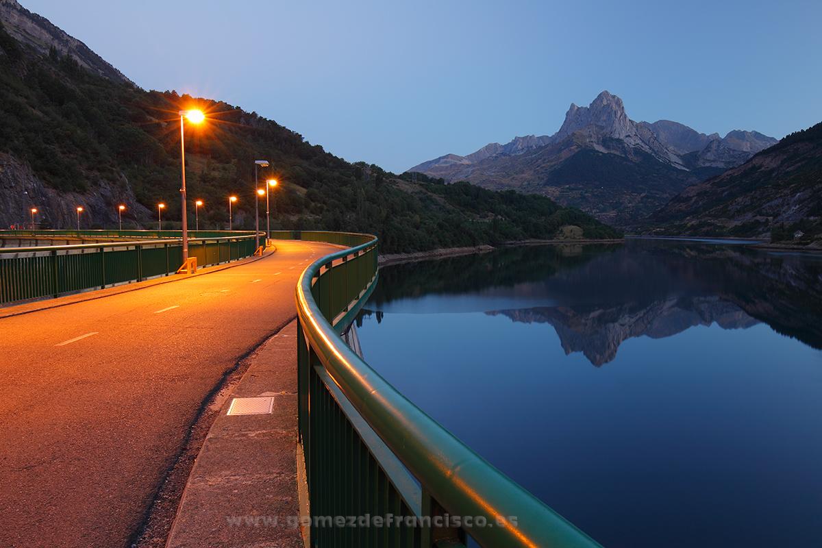 Amanecer en el Valle de Tena (Huesca) - España - J L Gómez de Francisco. Fotografía de paisaje de España - Spanish landscape