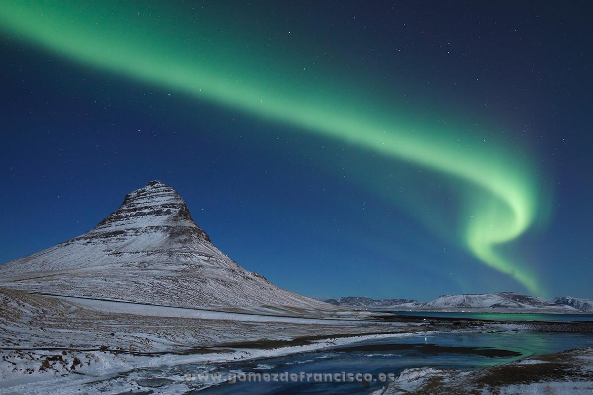 Aurora boreal sobre Kirkufell, Islandia - Islandia - J L Gómez de Francisco. Fotografía de paisaje de Islandia - Landscapes from Iceland