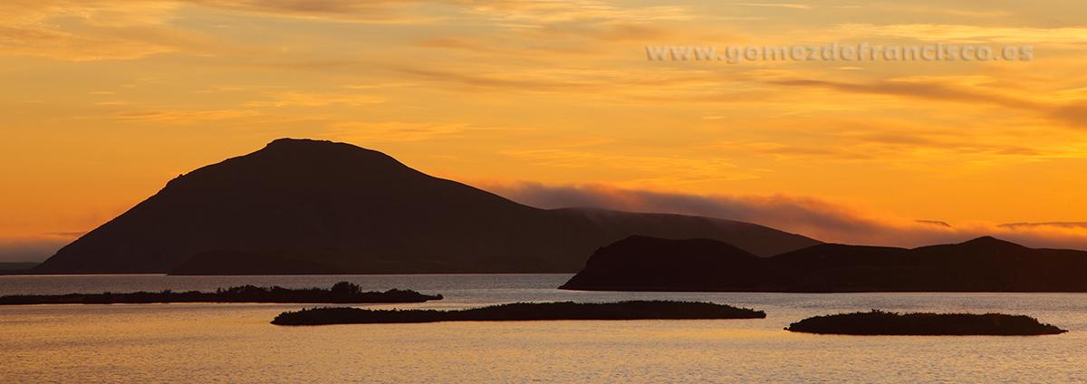 Medianoche en al lago Mývatn (Islandia) - Panorámicas - J L Gómez de Francisco. Fotografía panorámica de paisaje - Panoramic pictures