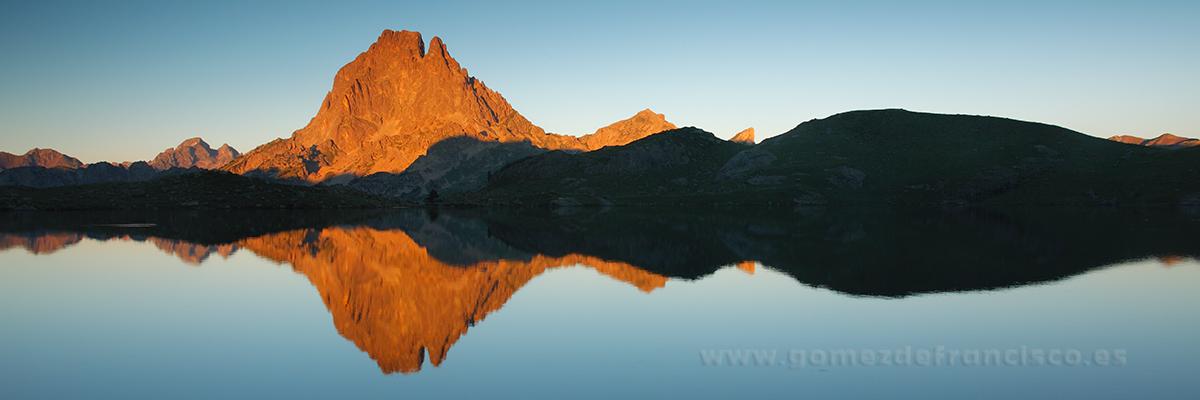 Últimas luces en el Midi d´Ossau, Parque Nacional de los Pirineos (Francia) - Panorámicas - J L Gómez de Francisco. Fotografía panorámica de paisaje - Panoramic pictures