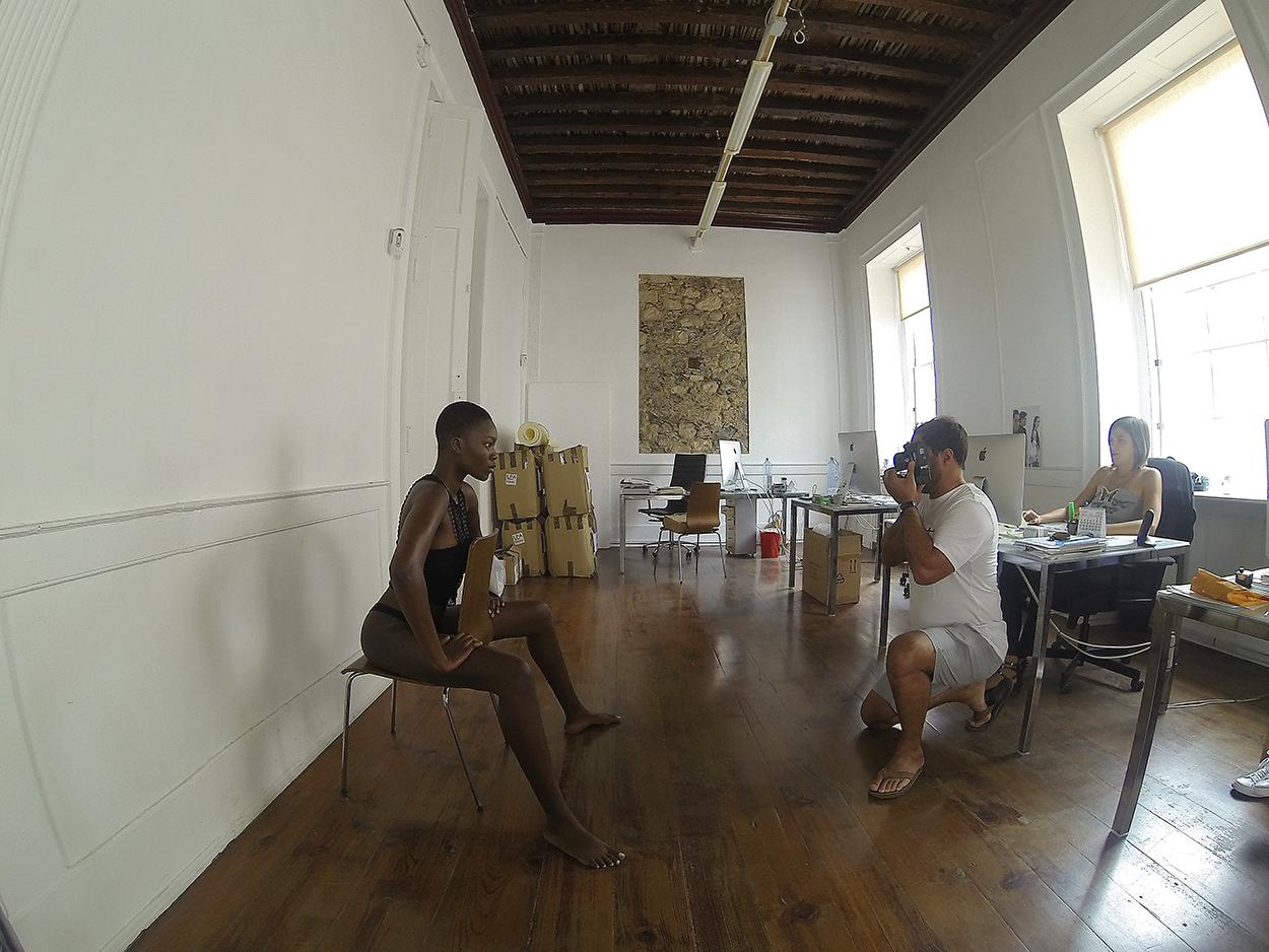 Assi Mbengue. Pop House. Gran Canaria. Autorretrato - Behind the lens - JOSE V. GLEZ