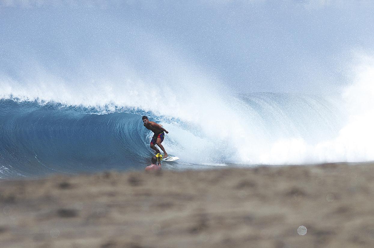José Román. Mi estudio. Canarias. Foto _ MAGT / Radical Surf Mag - Behind the lens - JOSE V. GLEZ