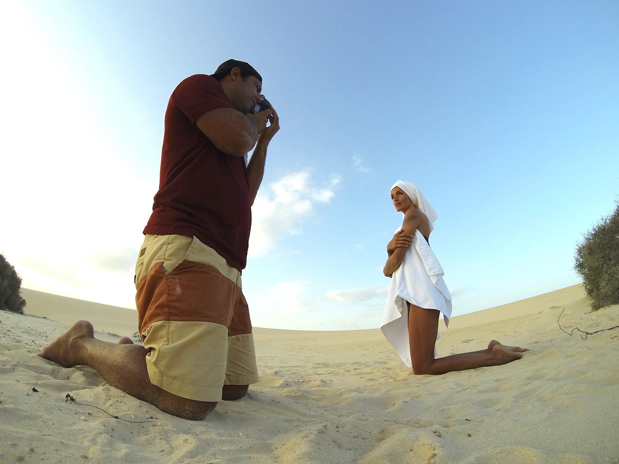 Veronika Strachova. Fuerteventura. Autorretrato - Behind the lens - JOSE V. GLEZ