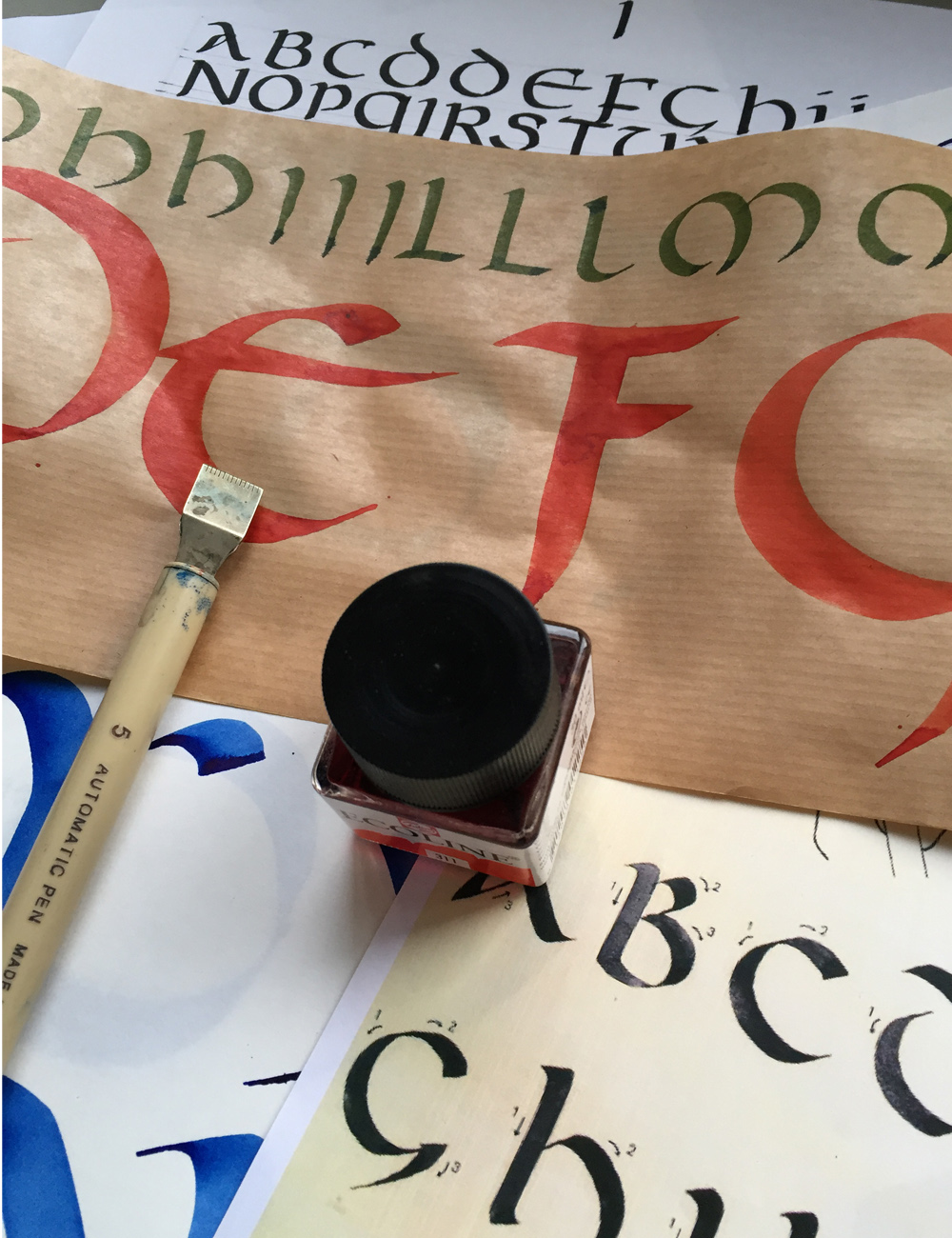 Clases de Caligrafía en la Escuela Deletras - Goyo Valmorisco, Calígrafo profesional. Profesor de caligrafía. Diseño caligráfico.