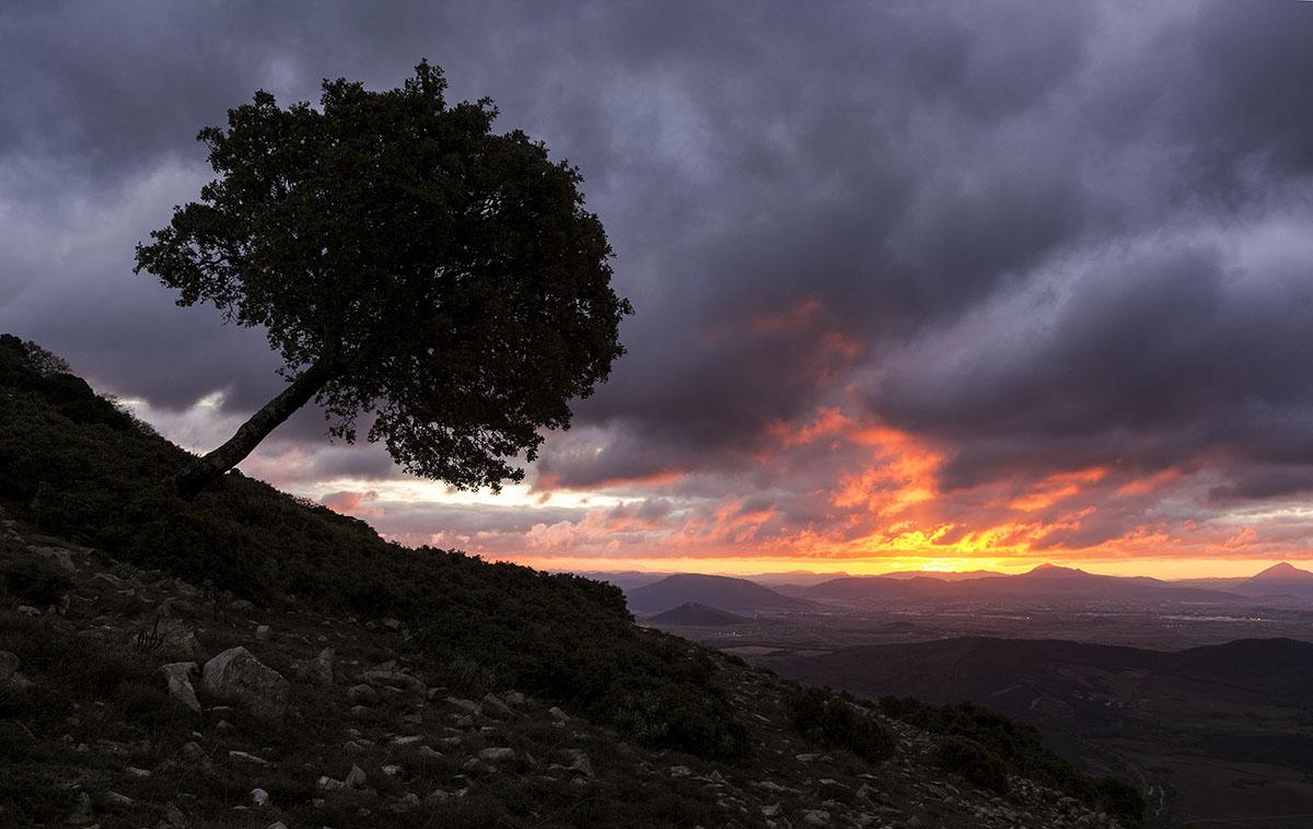Fuego en el cielo - Archivo - Iñaki Larrea, Fotografía de naturaleza y montaña