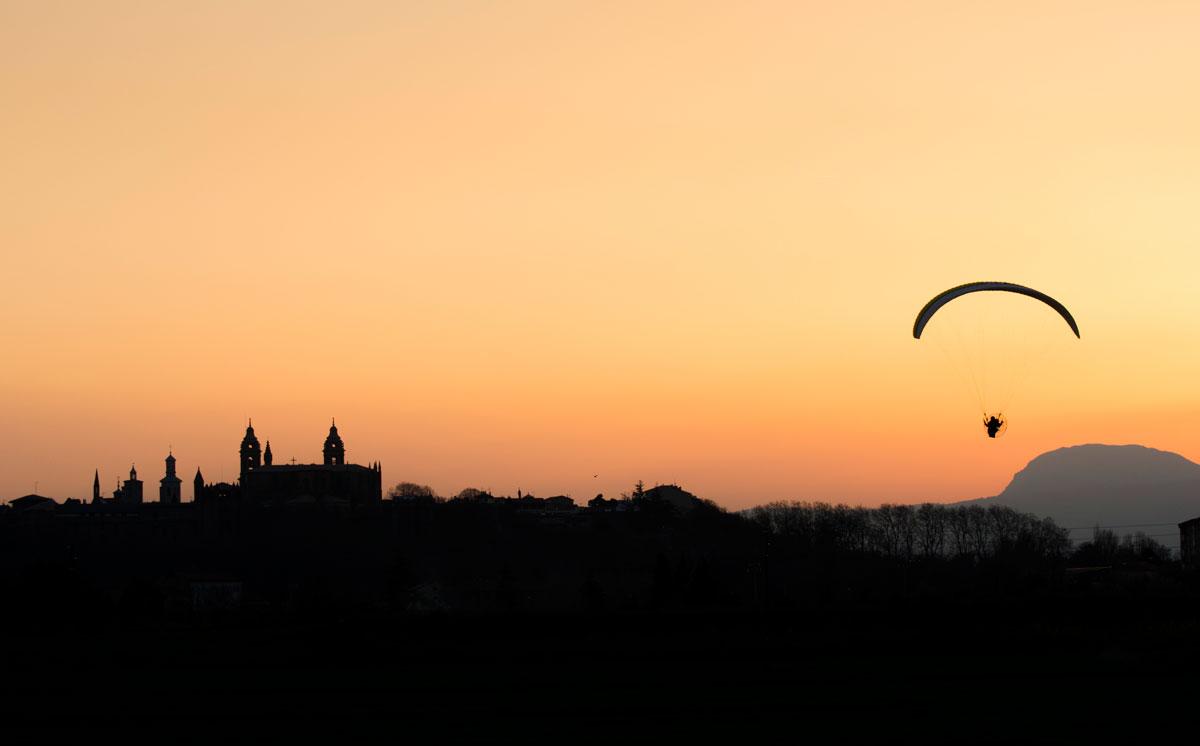 Sobrevolando el atardecer - Archivo - Iñaki Larrea, Fotografía de naturaleza y montaña