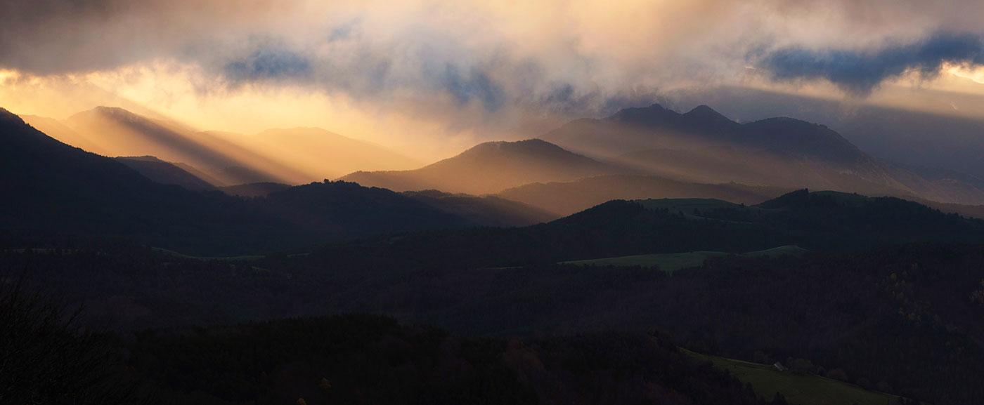 luces filtradas - Archivo - Iñaki Larrea, Fotografía de naturaleza y montaña
