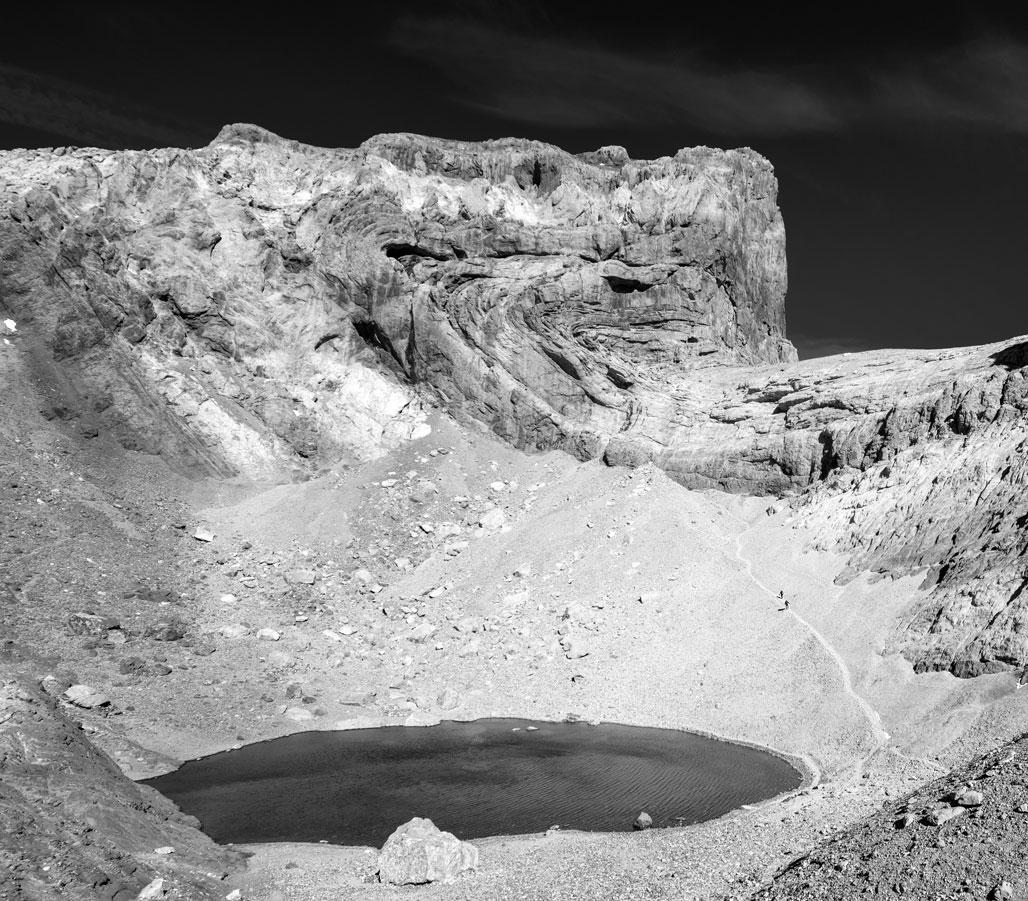 Desafiando al dragón, lago helado, Huesca. - Archivo - Iñaki Larrea, Fotografía de naturaleza y montaña