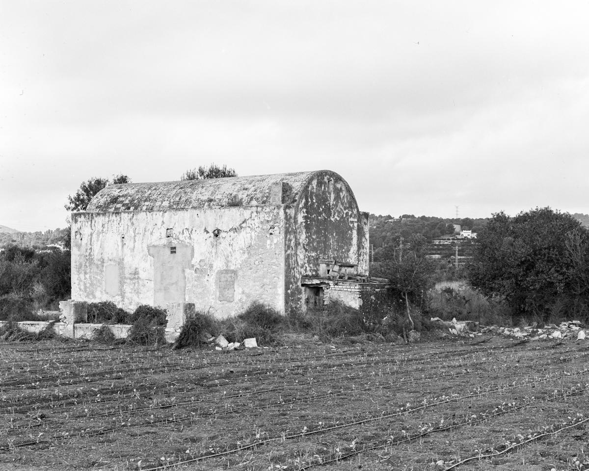 Benicarló. Caseta de volta vora la  Bassa del Marqués - Les Casetes de Volta del Baix Maestrat, habitatges temporers - LLUIS IBAÑEZ MELIA, Geografies als Ports Maestrat