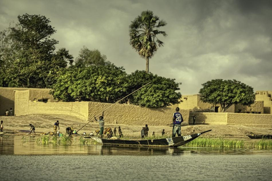 Poblado Bozo 3 - El río - MVilches , Fotográfia