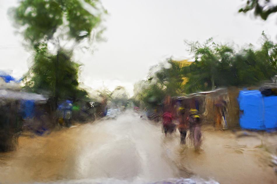 Bajo la lluvia. - Burkina Faso - MVilches , Fotográfia