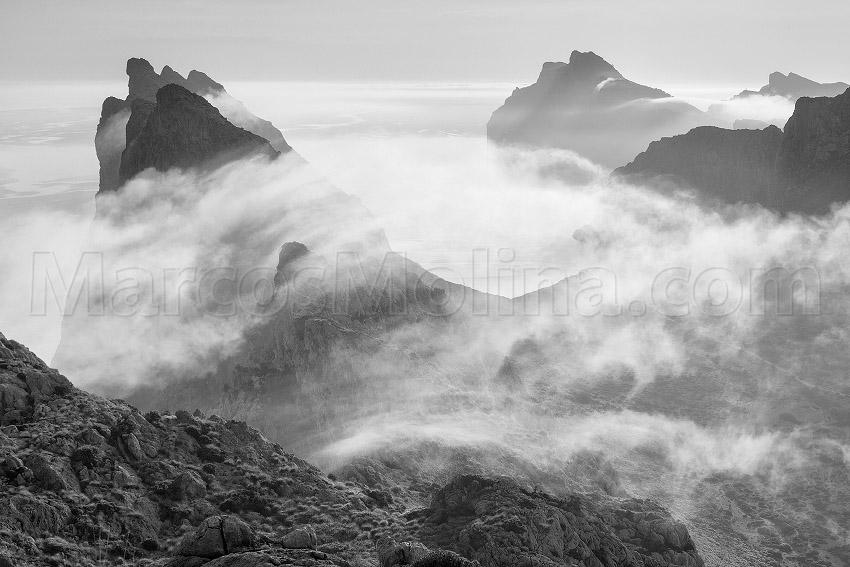 Nieblas matinales en las montañas de Pollensa. Sierra de Tramuntana, Mallorca - Tramuntana, una Isla dentro de otra - Tramuntana, una isla dentro de otra