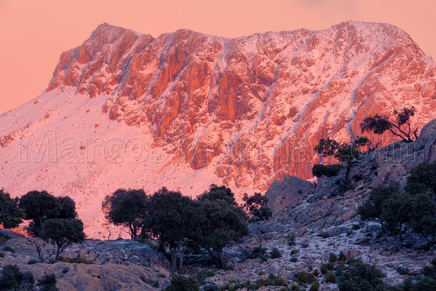 Últimas luces sobre el puig de Massanella nevado. Sierra de Tramuntana, Mallorca - Tramuntana, una Isla dentro de otra - Tramuntana, una isla dentro de otra