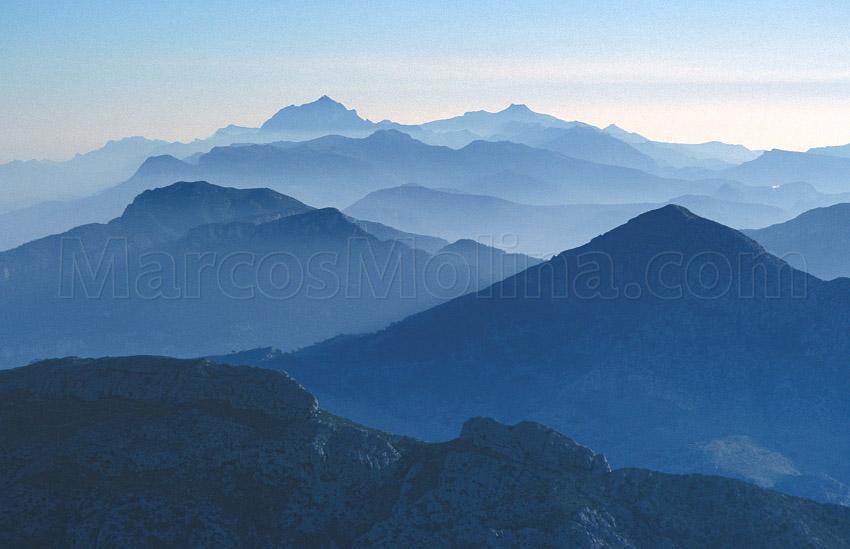 Puig de Galatzó y sierra de Tramuntana, Mallorca - Puig de Galatzó and Tramuntana mountains, Majorca - From a Bird´s Eye