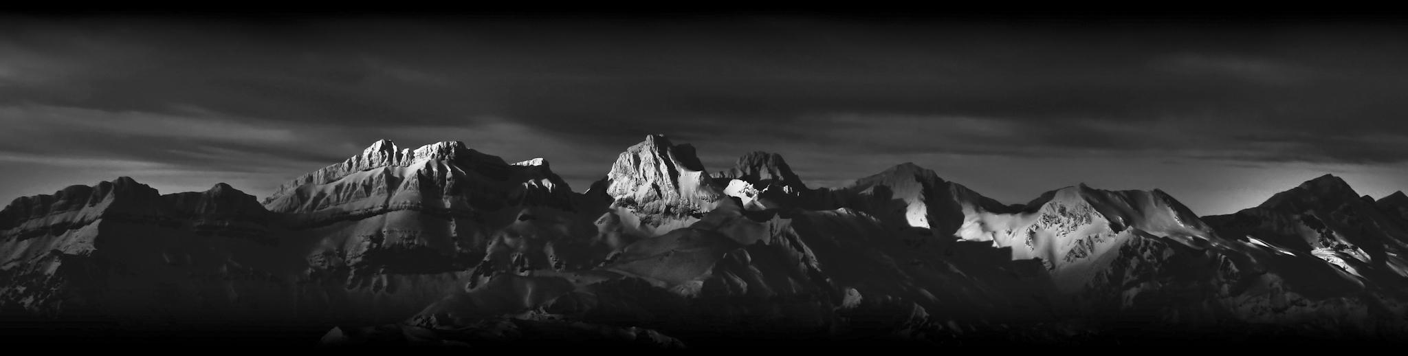 Luces de amanecer sobre el macizo del Aspe b\n - Paisajes del valle - Fotos del Valle del Aragón, Mikel Besga