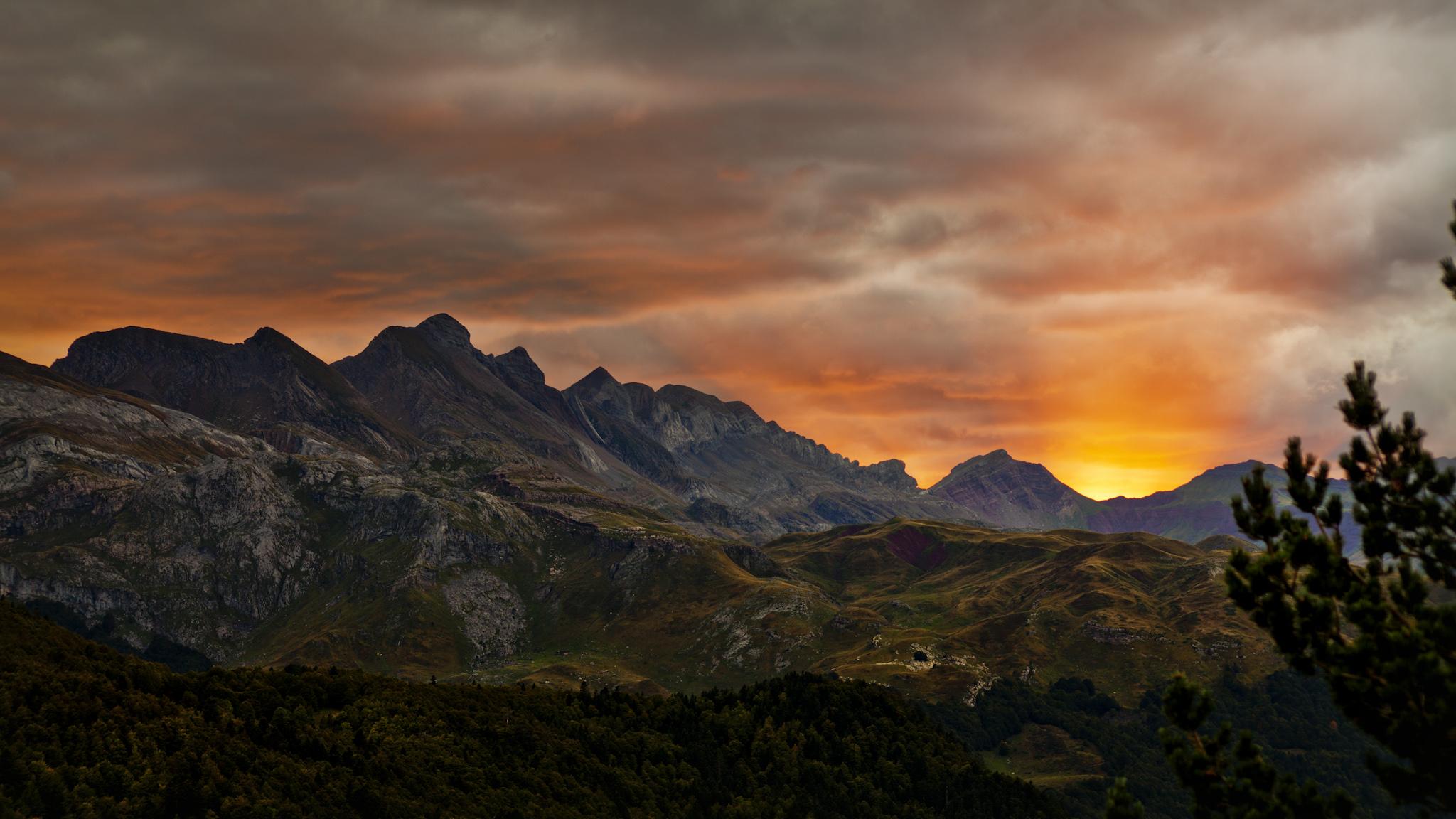 Atardecer sobre la sierra de Secús 2 - Paisajes del valle - Fotos del Valle del Aragón, Mikel Besga