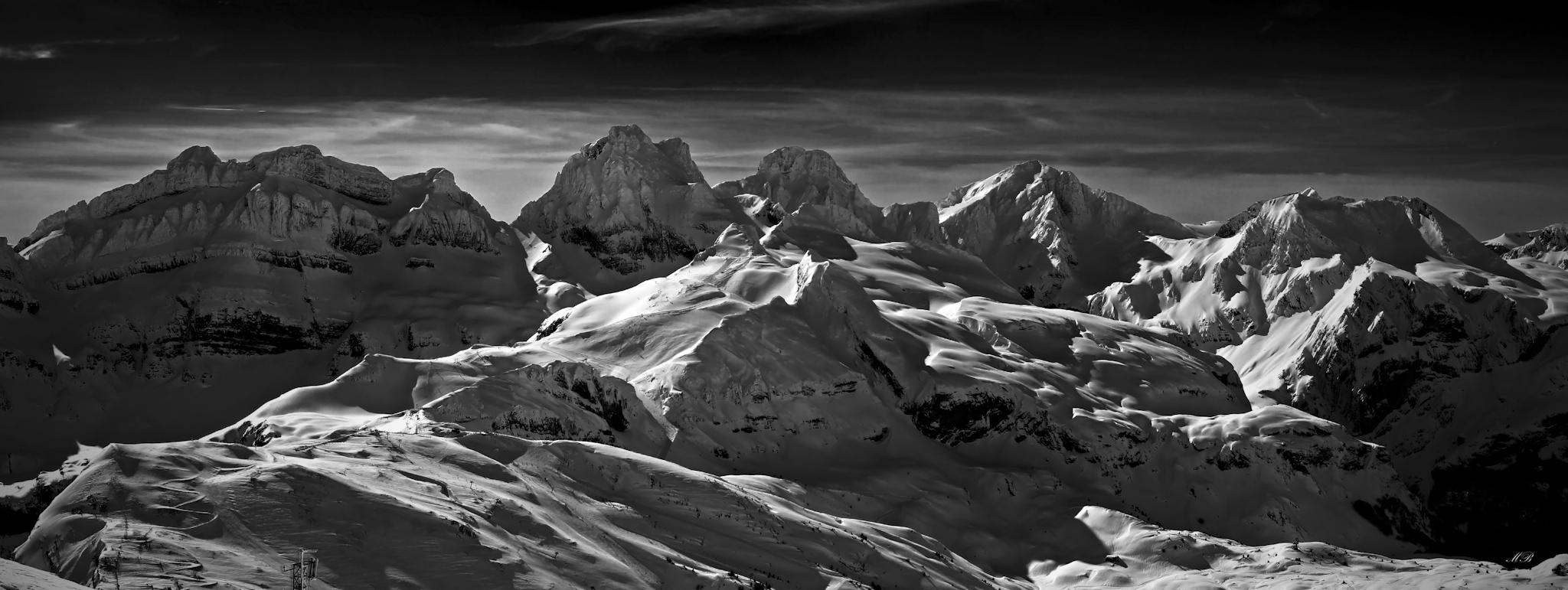 Panorámica de Candanchú blanco y negro - Paisajes del valle - Fotos del Valle del Aragón, Mikel Besga