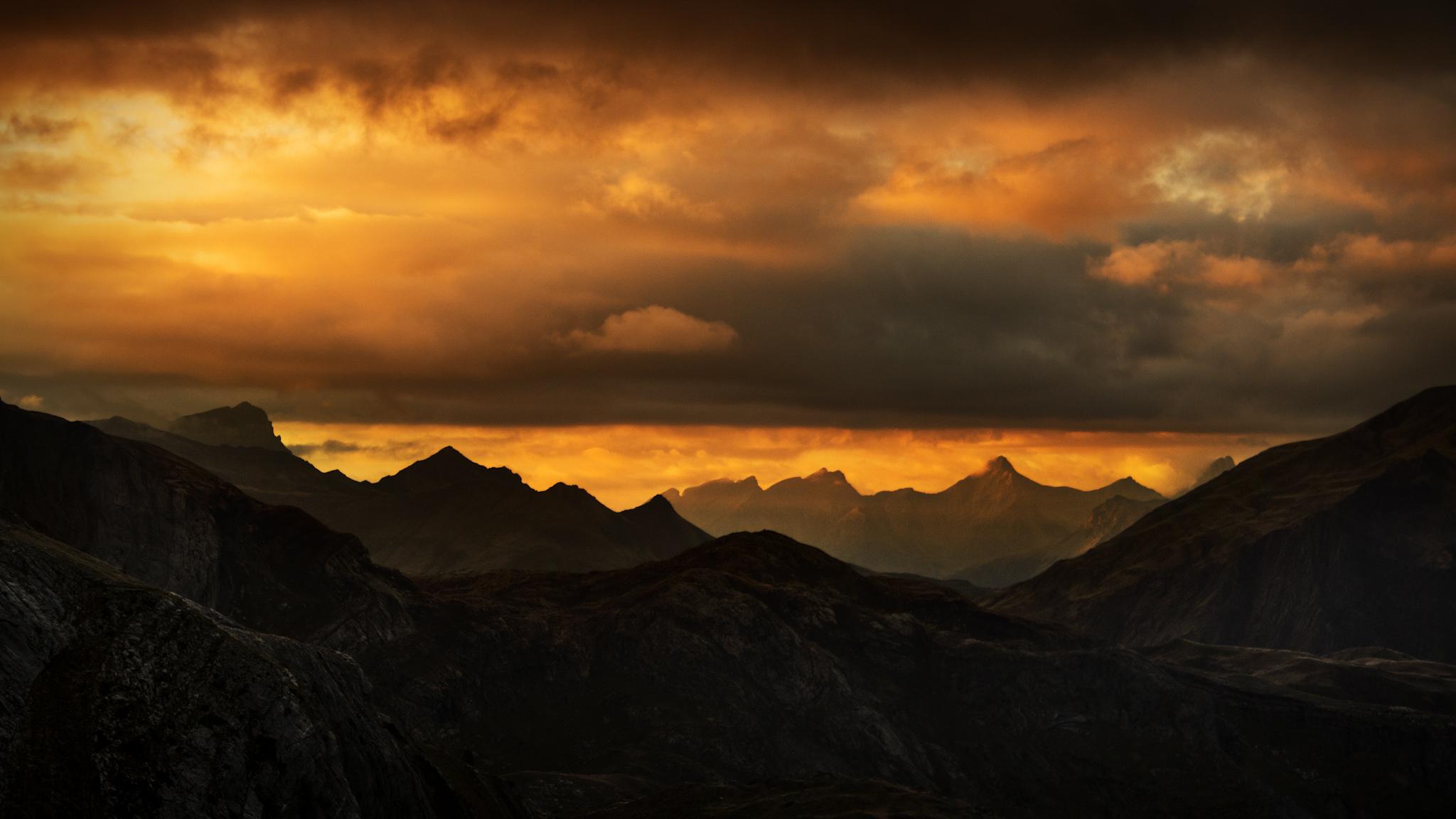 Atardecer hacia el Anie y La Mesa de los Tres Reyes - Paisajes del valle - Fotos del Valle del Aragón, Mikel Besga