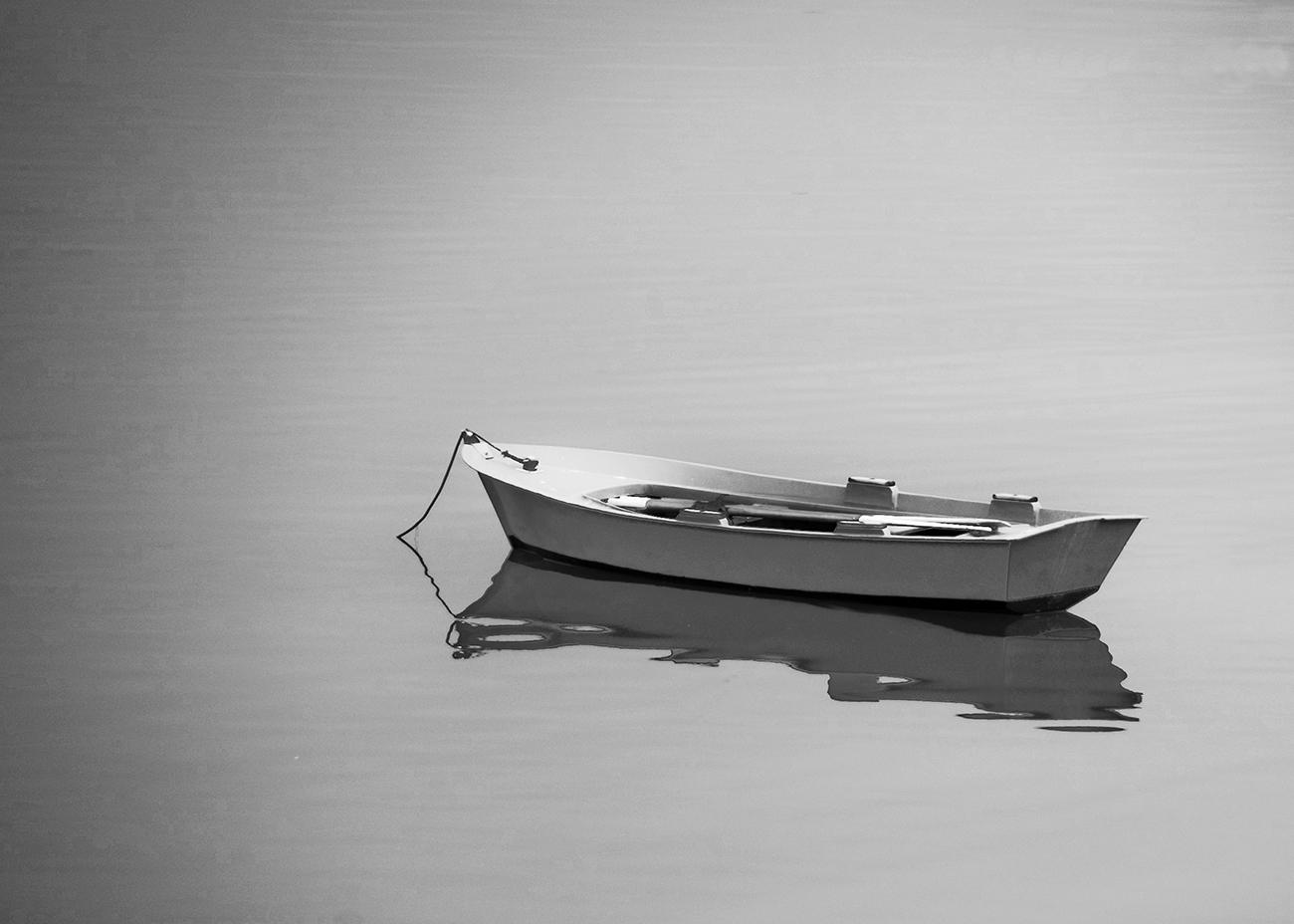 Bote en mar calma | 2009 | Ares - A Coruña, España - Boat on calm sea | 2009 | Ares - A Coruña, Spain - Miguel Naya | Photography