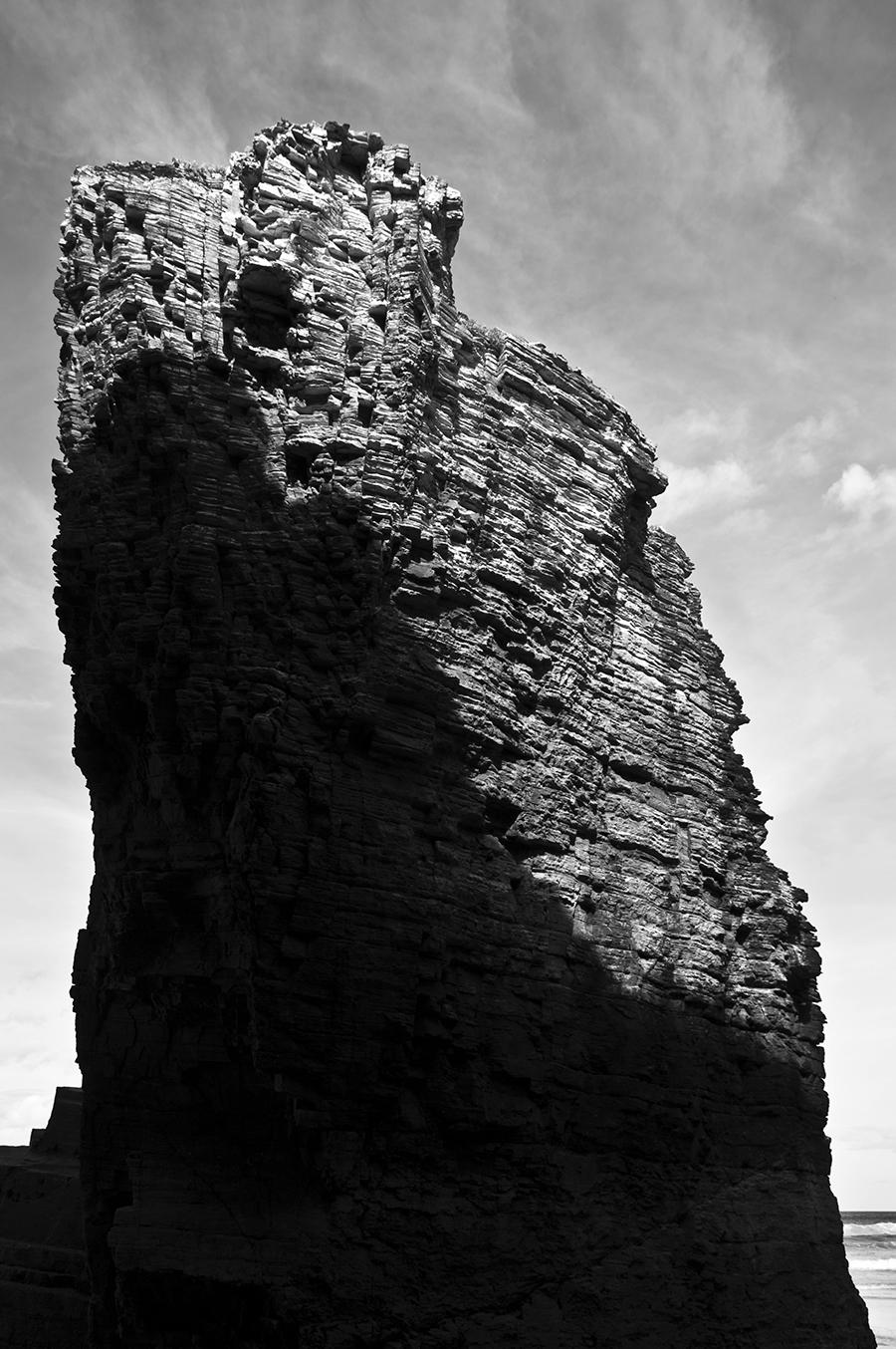 Roca iluminada | 2014 | Playa de Las Catedrales - Lugo, España - Illuminated rock | 2014 | Las Catedrales beach - Lugo, Spain - Miguel Naya | Photography
