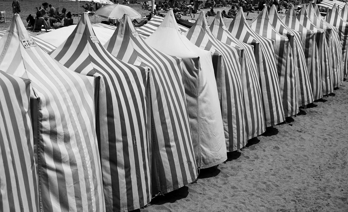 Casetas de playa | 2014 | Zarautz, España - Blanco y Negro - Miguel Naya | Photography