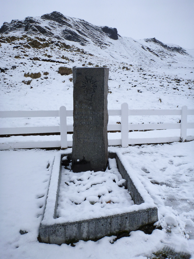 Tumba de Ernest Shackleton - Grytviken - Juan Abal - South Georgia - Yolanda Moreno & Juan Abal , Fotografía de naturaleza y de viajes