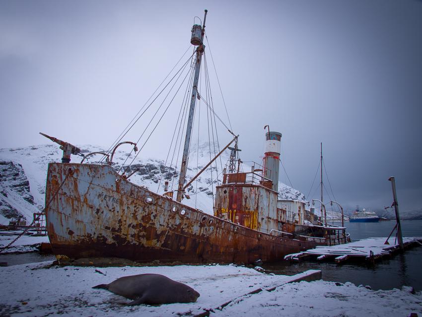 Viejo barco ballenero - Grytviken - Juan Abal - South Georgia - Yolanda Moreno & Juan Abal , Fotografía de naturaleza y de viajes