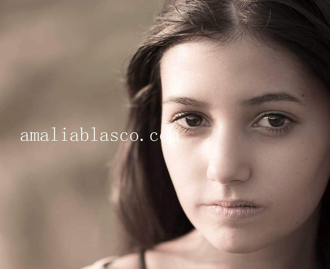 Retratos - Laura Blasco fotografía. Retratos de mujeres. Sesiones de retrato. Sentirse bien en tu piel.