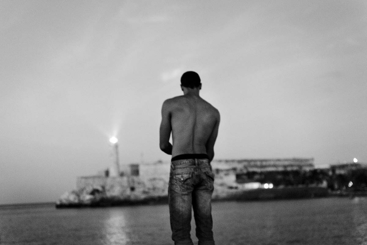 lonely cuban boy cuban picture - Anonymous Island - Anonymous Island - Cuban Photo essay of Louis Alarcon about Cuba and its mistery