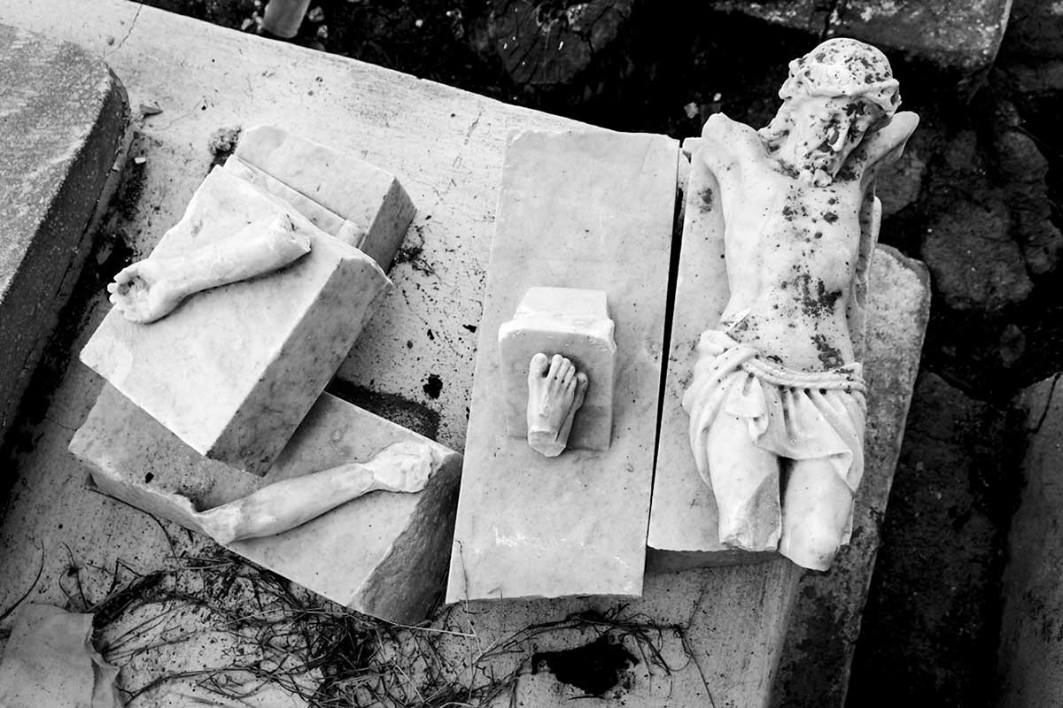 broken statue of jesus in a cemetery - Anonymous Island - Anonymous Island - Cuban Photo essay of Louis Alarcon about Cuba and its mistery