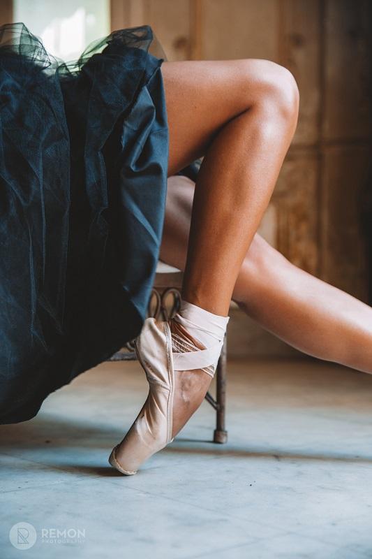 Ballet dancers - Photography of ballet dancers in havana cuba by Louis Alarcon, pictures of cuba focused on ballet dancers.