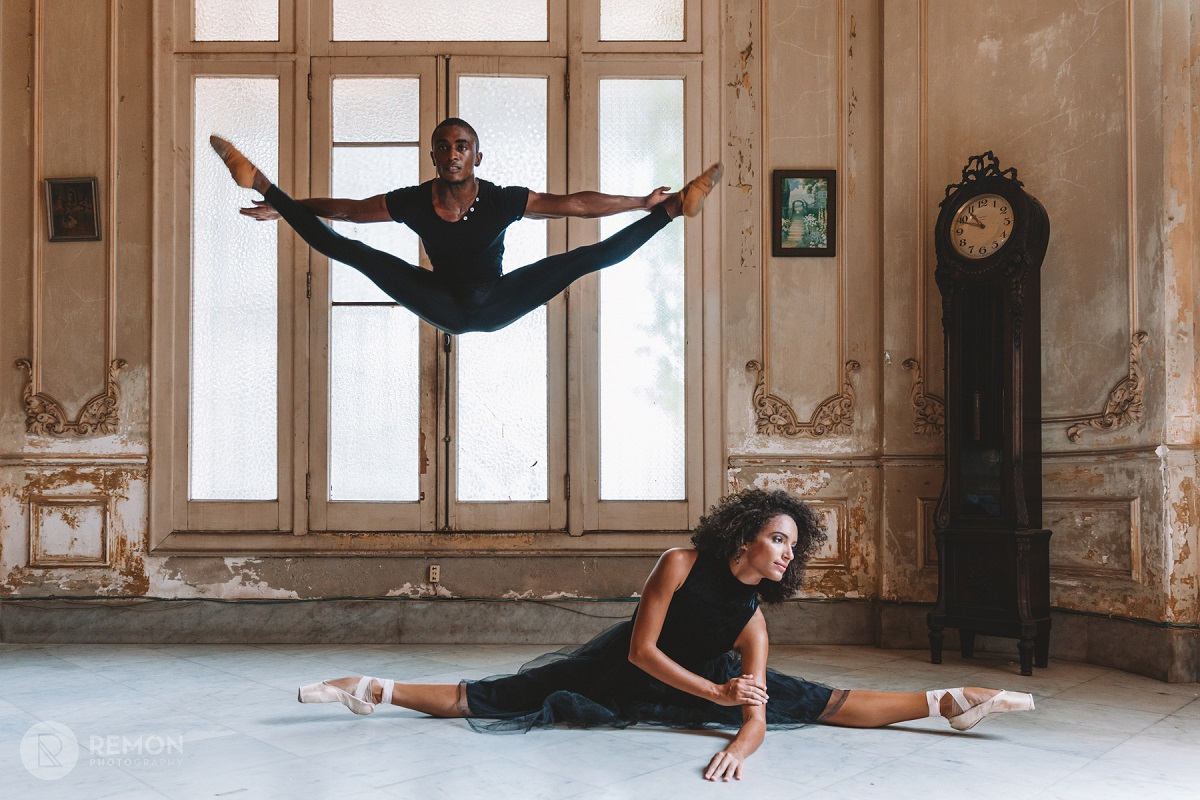 Ballet dancers - Photography of ballet dancers in havana cuba by Louis Alarcon, pictures of cuba focused on ballet dancers.
