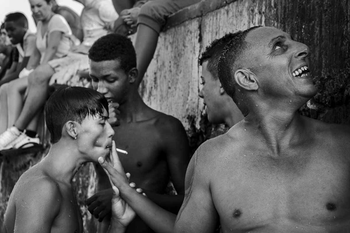 cuban boy smoking. Photos of cubans - Jumpers - Last jump in Havana - Cuban Photography essay about the last jumpers in Malecon.