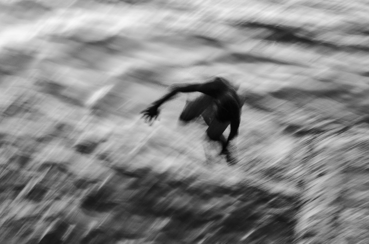 silhouette of a cuban boy in havana - Jumpers - Last jump in Havana - Cuban Photography essay about the last jumpers in Malecon.