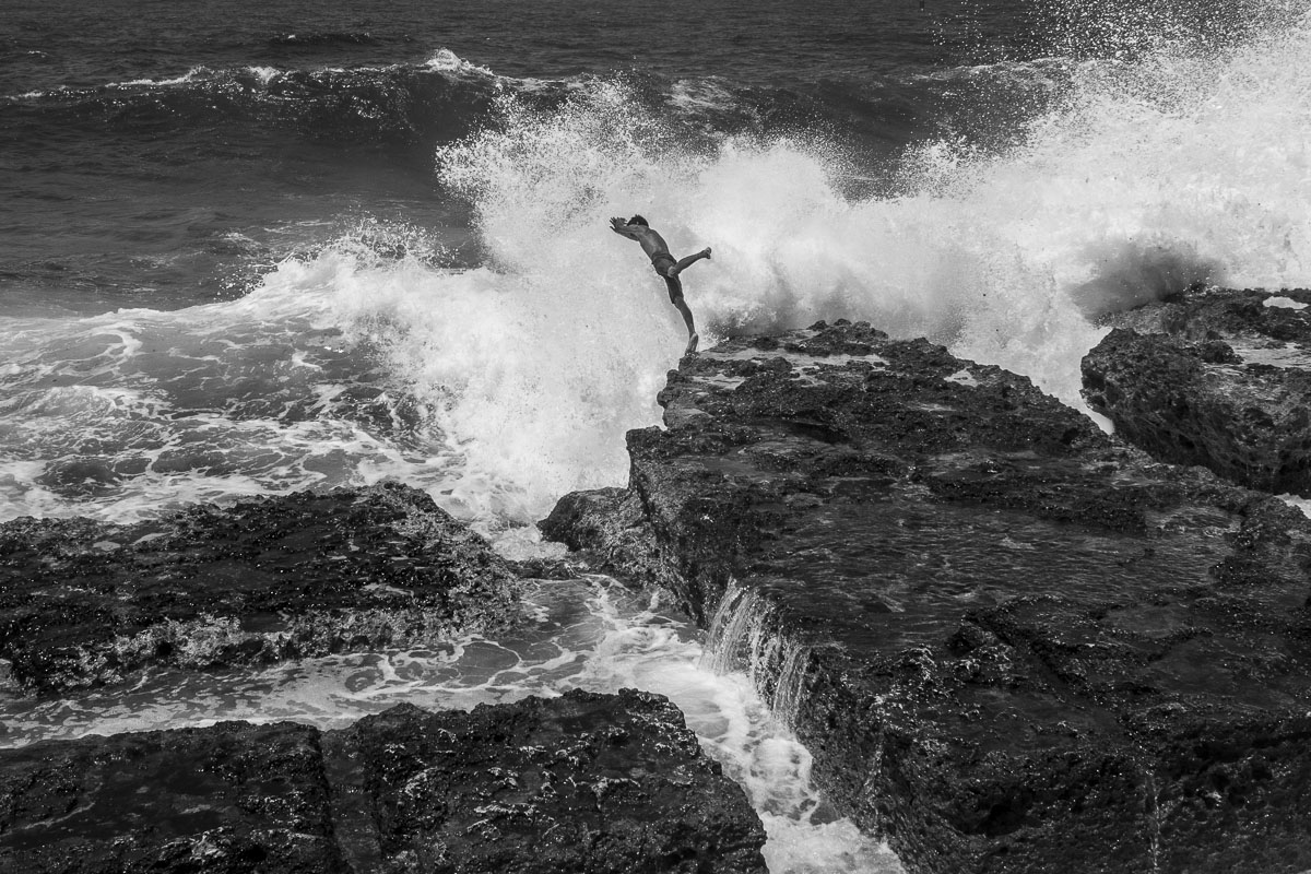 great wave against a boy in havan - Jumpers - Last jump in Havana - Cuban Photography essay about the last jumpers in Malecon.