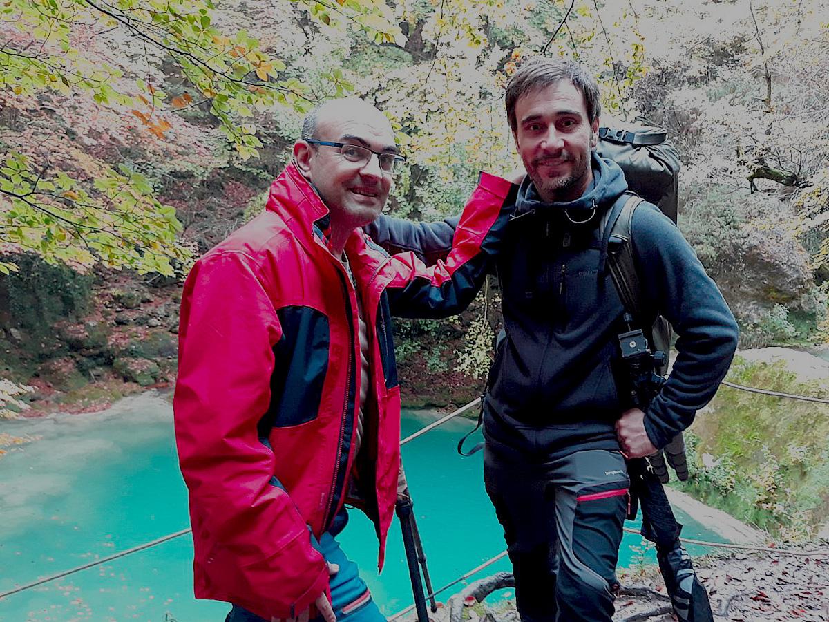 Con Eduardo Blanco en el Nacedero de Urederra ( Navarra). España 2019 - Momentos - Raimon Santacatalina | Momentos