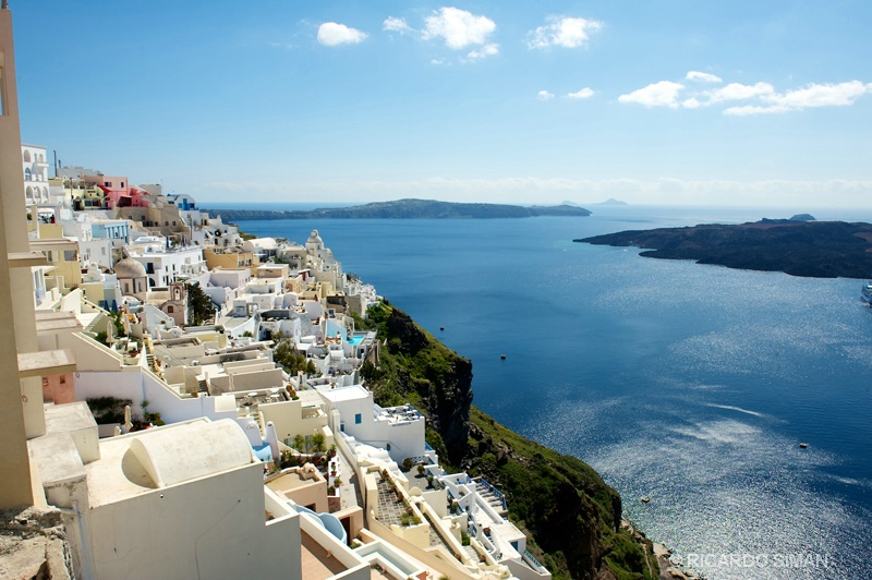 Vista de la ciudad de la ciudad de Isla de Santorini, Grecia.  - Grecia - Ricardo Simán . Grecia