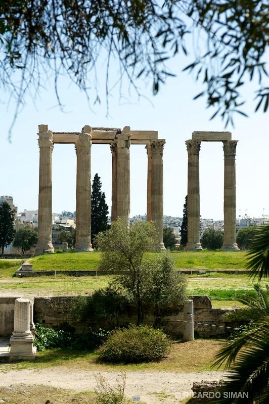 Fachada de templo en Atenas, Grecia. - Grecia - Ricardo Simán . Grecia