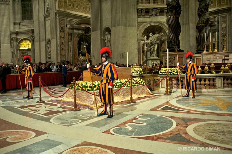 Interior de Basilica de San Pedro - Ciudad del Vaticano - Ricardo Simán . Ciudad del Vaticano