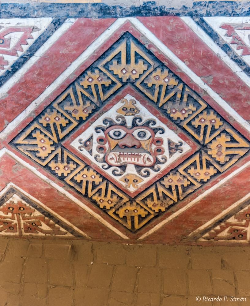 DSC_0020 Bloques de adobe pintado Patio Ceremonial del dios Aiapaec Huaca de la Luna - Huaca de la Luna - Ricardo F. Simán, Fotografía