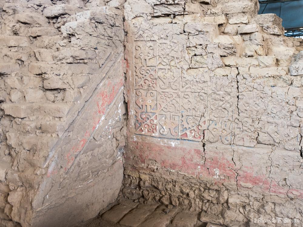 DSC_0030 Bloques de adobe decorado recinto esquinero Huaca de la Luna - Huaca de la Luna - Ricardo F. Simán, Fotografía